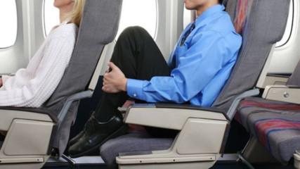 Самолетни компании РЕЖАТ до 1 метър от пространството на пътниците?