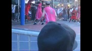 13 годишно момче играе баскетбол като професионалист