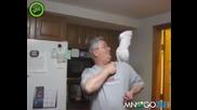 Папагал крещи и псува стопанина си