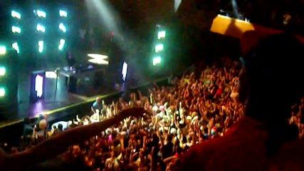 Skrillex makes crowd go Omg