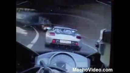 Bugatti Veyron vs. Yamaha R1 - Racing Down Motorway