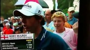 Момче троли голфър по време на интервю