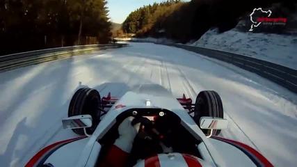 Да караш болид на лед и сняг по пистата Nurburgring Nordschleife