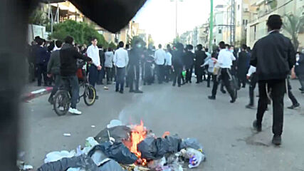 Israel: Ultra-Orthodox protesters clash with police over lockdown in Bnei Brak