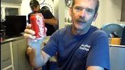 Отваряне на Кока Кола на дъното на океана