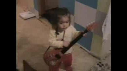 Андреа свири на китара, иска да ходи на концерт