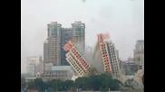 Нещо се обърква при събарянето на сграда