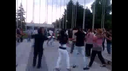 Ромски фенове на Локомотив Пловдив празнуват абитуриентския си бал