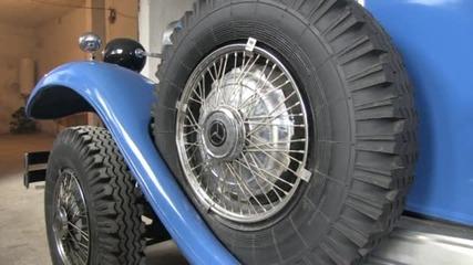 Ретро автомобил от 1927 г. все още вози абитуриенти и младоженци