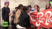 UK: Anti-Shell National Gallery protest breaks out in 'scuffles'