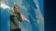 Live Eminem feat Rihanna 2010 - Love The Way You Lie!!!