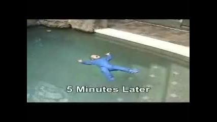 Бебе плувец на 10 месеца!