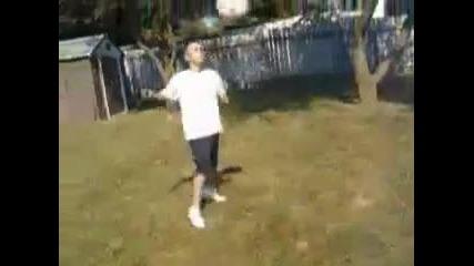 justin Bieber - Баскетболни и футболни трикове