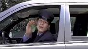 Щуро! Маце си усилва музиката в колата ,но после изпада в ужас ! смях