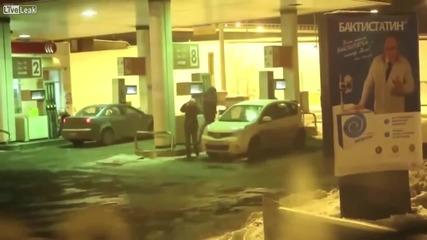 Да си измиеш стъклата с бензин • жена шофьор !