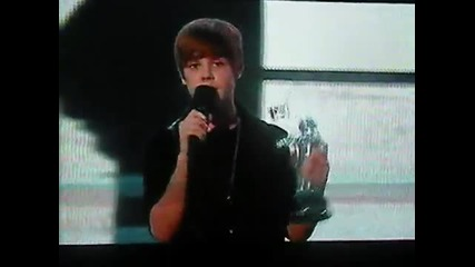 Justin Bieber wins Best New Artist at the Vmas 2010