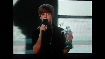 Justin Bieber wins Best New Artist at the Vmas 2010