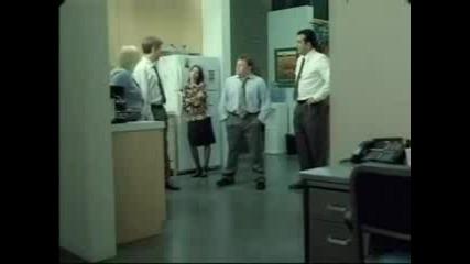 Удар Зад Врата И След Това Сплескане На Глава !