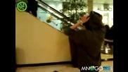 Не правете това на ескалатора