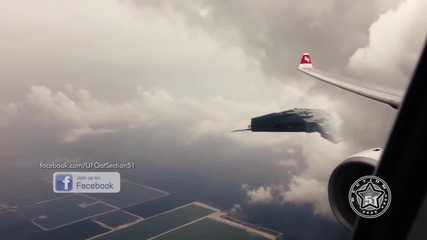 Декември 2015 - Нло заснет от пътник на самолет!!!