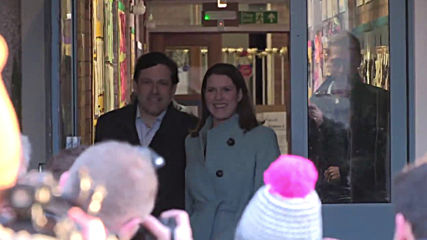 UK: Lib Dem leader Jo Swinson arrives to cast vote in East Dunbartonshire