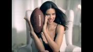 Адриана Лима загрява за 2008 Super Bowl - Adriana Lima Warms Up for the 2008 Super Bowl