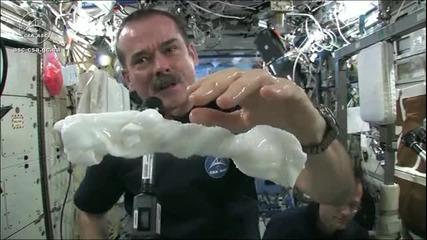 изстискванe хавлия в Космоса ?!