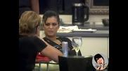 Преслава и Мария си говорят.