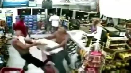 Непознати спасяват мъж от бой