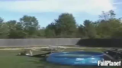 Компилация падания, ставания в басейни.