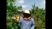 Цоневски пчелар (policai) дава съвет