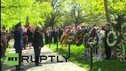 Руският посланик в САЩ оказва почит на ветераните в гробището Арлингтън