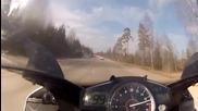 Yamaha R1 гони Mercedes Sl63 с 300km h !!!