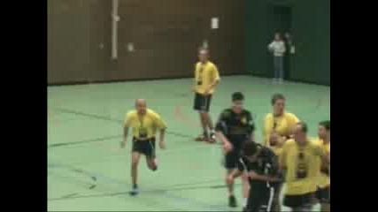 Handball - Удар С Топка В Главата