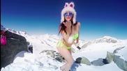 Супер секси момичета карат ски и сноуборд по бански!