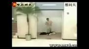 Смях - В асансьора
