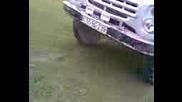 - Камион се вдига на 2 гуми