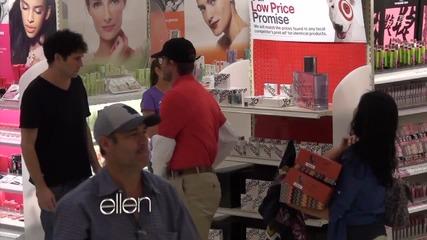 Дейвид Бекъм , се прави на продавач на собствения си парфюм!!