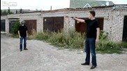 Луд руснак тества каска с пистолет