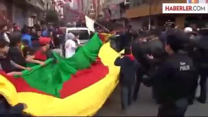 Турски граждани и Турската полиция, бият Кюрдите в Турция