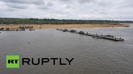 Русия: Дрон заснема как танкове биват пренесени чрез ферибот