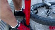 Забавни трикове с колело на една гума ..