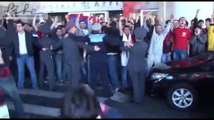 Феновете на Армения посрещнаха националите ни по грозен начин