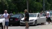 Идиот с мустанг се опитва да избяга от пътния трафик