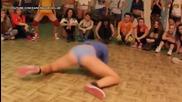 Готини и диви мацки в twerking битка (1)