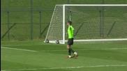 Фамозен гол на Български вратар в Чарлтън