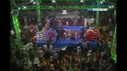 Фенове бият боксьор!!!