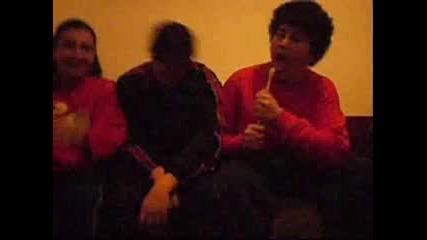 Тримата Глупаци Изтрещяват На Доли Сонг