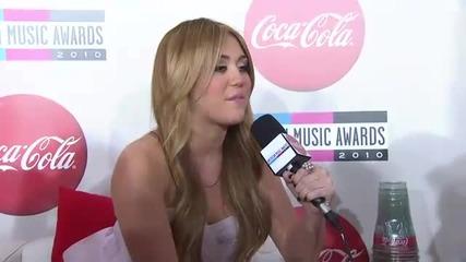 Интервю с Miley Cyrus на наградите A M A