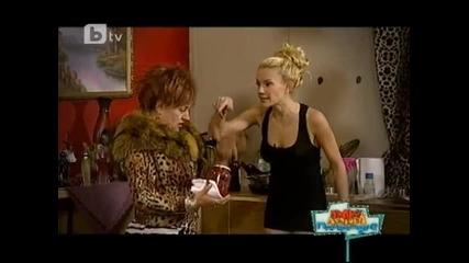 Бекъма и мама Божка се радват на скунксовете